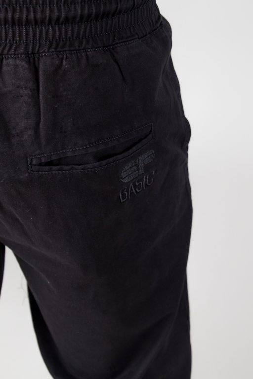 EL POLAKO CHINO JOGGER REGULAR Z GUMĄ EP BASIC BLACK